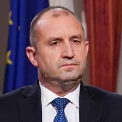 """Радев не отговаря на Беновска защо разбива """"войската"""" на България начело с Борисов"""